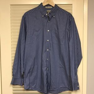 Men's LL Bean Button-Down Shirt. Size Medium